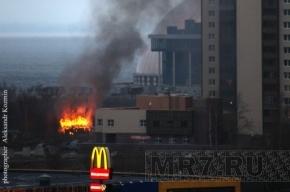 В Приморском районе сильный пожар