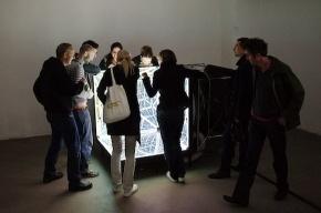 Выставка из черно-белых арт-объектов открывается в Петербурге