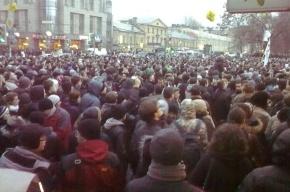 Митинг на Пионерской официально закончился: люди не расходятся, стягивается ОМОН
