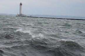 На Финском заливе и Ладожском озере  - шторм с четырехметровыми волнами