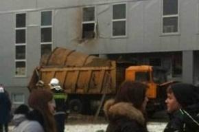 Взрыв на Ильюшина: взорвалась топливная цистерна