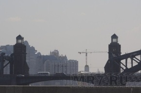 В Петербурге вновь закрывают мосты для монтажа новогодней подсветки