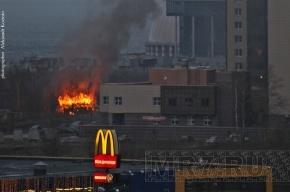 В парке 300-летия Петербурга горит мусор