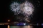 Новый год на Дворцовой: человек в Неве, драка под бой курантов, фейерверки в толпе: Фоторепортаж