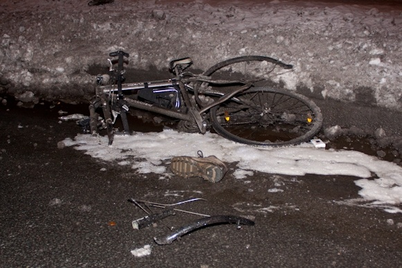 На проспекте Мориса Тореза велосипедист погиб от лобового столкновения с иномаркой: Фото