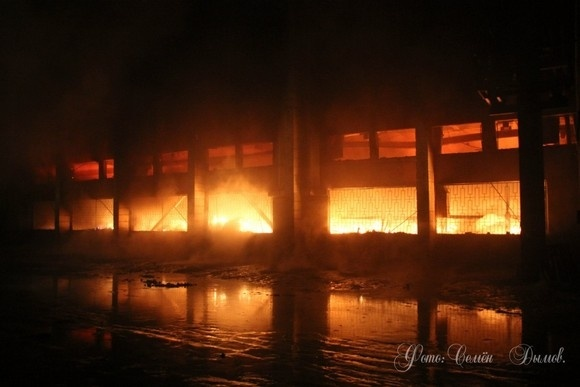 В Красногвардейском районе – большой пожар на складе: Фото