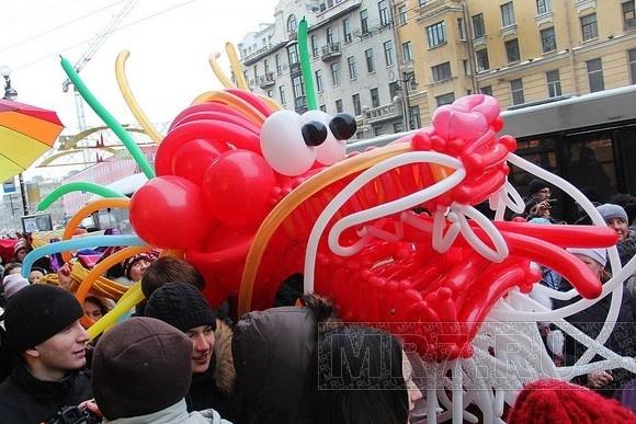 По Невскому проспекту прошел дракон: Фото