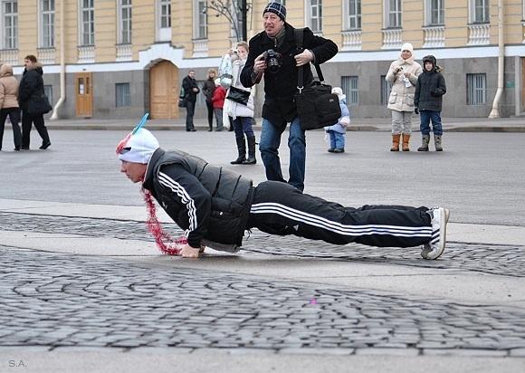 На «Русскую пробежку» 1 января собрались полтысячи петербуржцев: Фото