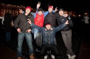 Новый год на Дворцовой: человек в Неве, драка под бой курантов, фейерверки в толпе