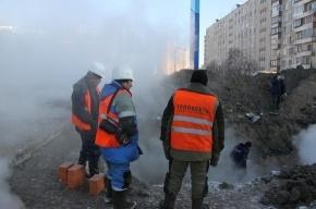 Энергетики ремонтируют петербургские трубы в поте лица
