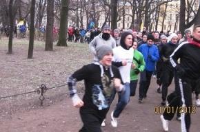 На «Русскую пробежку» 1 января собрались полтысячи петербуржцев