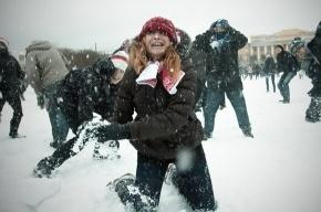 Битва снежками на Марсовом поле - фоторепортаж