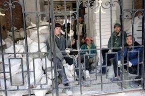 У мигрантов снимут отпечатки пальцев на въезде в Петербург
