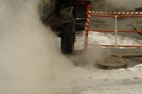 Во Фрунзенском районе третьи сутки не могут справиться с прорывом теплосети