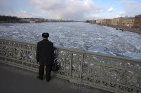 Погода в Петербурге: ветер и снег