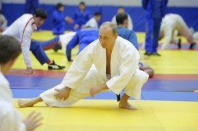 Путина предлагают сделать героем тринадцати государств