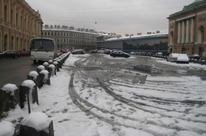 Владельцев автостоянок в центре Петербурга заставят убрать снег