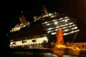 В Средиземном море лайнер сел на мель. 8 человек выпали и погибли