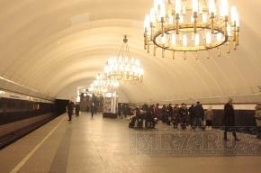 Упавший на рельсы в петербургском метро мужчина не пострадал