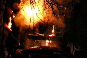 Арт-группа «Война» сожгла полицейский автозак в Петербурге в новогоднюю ночь
