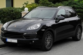 В Петербурге у неплательщика изъяли Porsche Cayenne