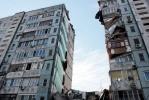 Под завалами рухнувшего дома в Астрахани остаются люди: Фоторепортаж