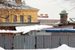 Фоторепортаж: «На территории Петропавловской крепости появилась уродливая постройка»