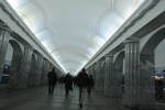 Фоторепортаж: «Сломавшийся состав остановил поезда на «красной» ветке метро Петербурга»