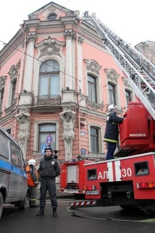 Пожар во дворце Белосельских-Белозерских потушен: Фото