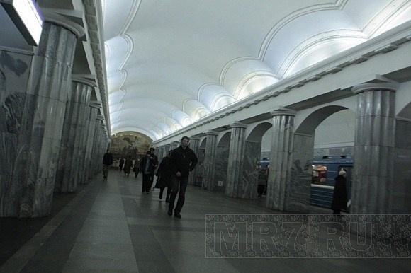 Сломавшийся состав остановил поезда на «красной» ветке метро Петербурга: Фото