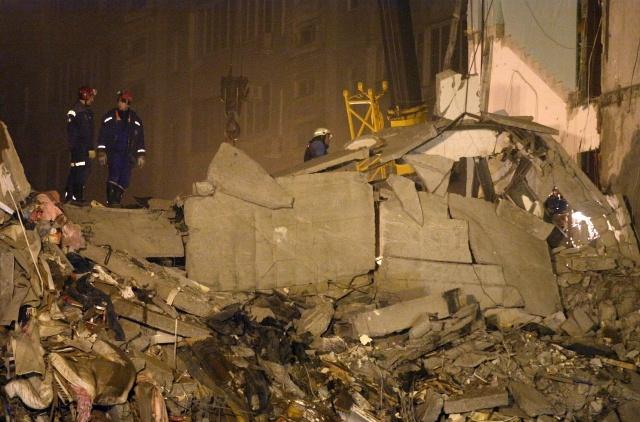 В Астрахани рухнувший подъезд убил уже пять человек: Фото