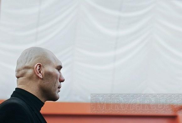 Боксер-депутат Валуев скучает по семье: Фото