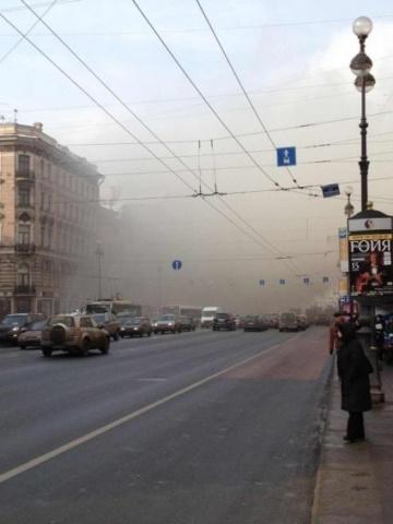 Невский проспект перекрыт из-за горящего дворца: Фото