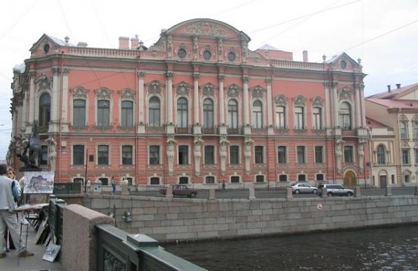 В Петербурге горит дворец Белосельских-Белозерских на Невском проспекте
