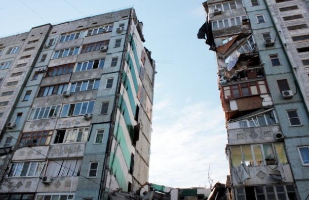 Под завалами рухнувшего дома в Астрахани остаются люди