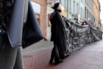 Общественники приковали себя цепями пред зданием комитета по здравоохранению