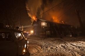 В поселке Бугры горел жилой дом (фото)