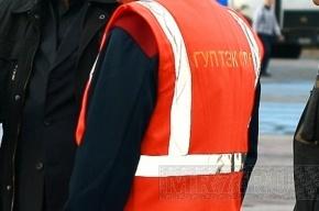 Энергетики чинят аварийную трубу в Калининском районе
