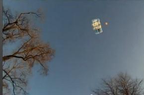 На Ленинском проспекте экстремал-парашютист прыгнул с крыши 24 -этажки