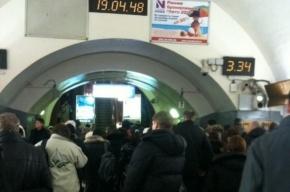 Из-за неисправного состава на «Петроградской» столпотворение (фото)