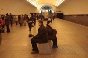 В петербургском метро остановились эскалаторы сразу на трех станциях