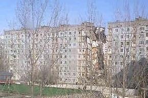 Девять этажей дома рухнули в Астрахани после взрыва