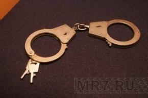 Лжеполицейский заковал школьника в наручники и отобрал два мобильника