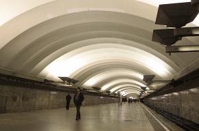 С пассажирки метро сняли порчу, а заодно и драгоценности