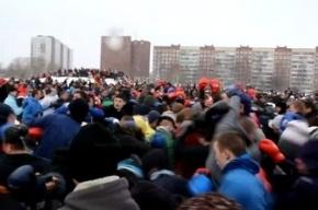 В Петербурге произошло бескровное побоище стенка на стенку (видео)