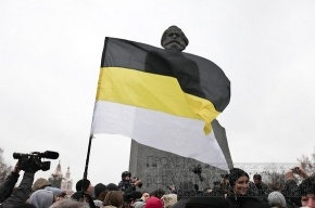 В Петербурге на мосту повесили баннер «Вернем Россию русским»