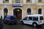 Фоторепортаж: «Наблюдатели атакуют Главпочтамт. Фото: С.Николаев»