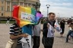 Фоторепортаж: «Церковь поддержала петербургский закон против геев»