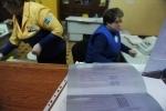 Наблюдатели атакуют Главпочтамт. Фото: С.Николаев: Фоторепортаж