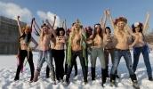 Пресс-секретарь Путина назвал девушек из Femen, который оголили груди на участке для голосования, дурочками: Фоторепортаж